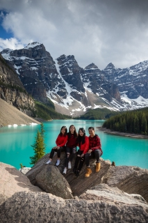 Moraine Lake family photography session
