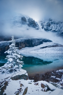 A fairytale snowscape in fall at Lake Oesa, Yoho National Park, BC
