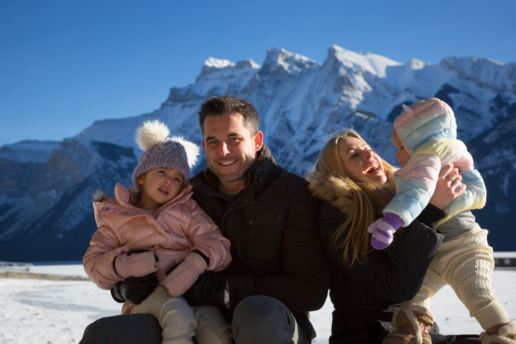 A winter family photography group portrait at Lake Minnewanka